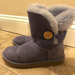 Bailey button Ugg boots! Size 6!